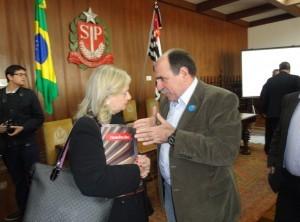 Foto 8 Laura Laganá do Centro Paula Souza em conversa com o deputado João Caramez 300x222 Via Rápida Emprego do Governo do Estado abre 37 mil vagas em cursos de capacitação profissional