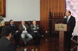 foto5 Autoridades acompanham discurso do governador 300x196 Via Rápida Emprego do Governo do Estado abre 37 mil vagas em cursos de capacitação profissional
