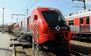 Novo trem entregue a Linha 8