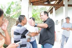 102 300x199 Deputado Caramez visita comunidade de Itanhaém e Peruíbe
